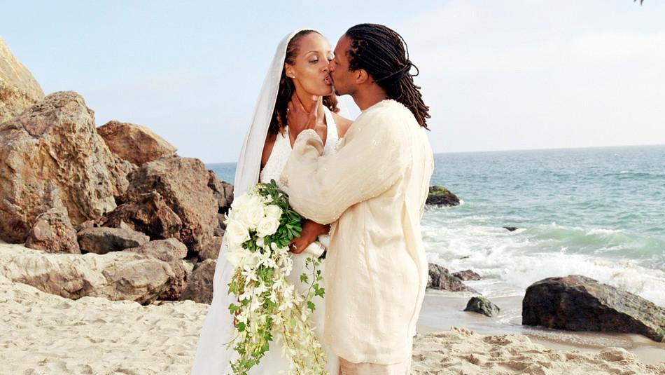 casal na praia nacional